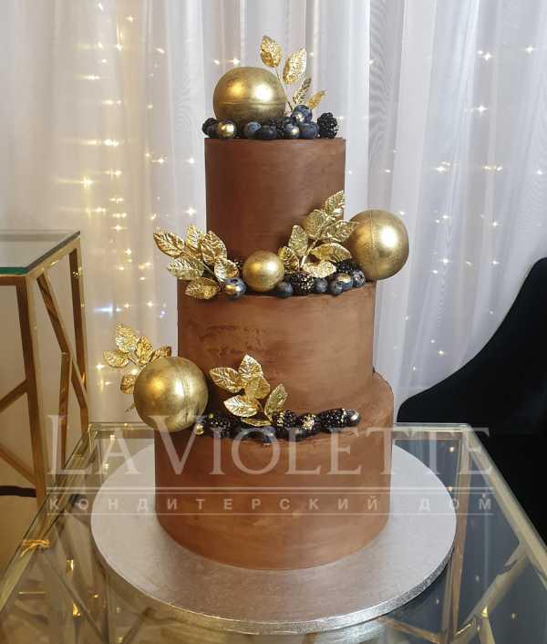 Торт с ягодами и шарами №1121