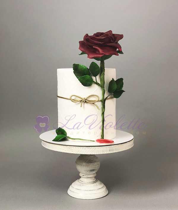 Торт с розой №442
