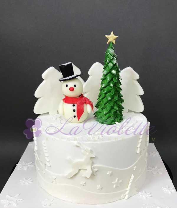 Торт со снеговиком и елкой №845