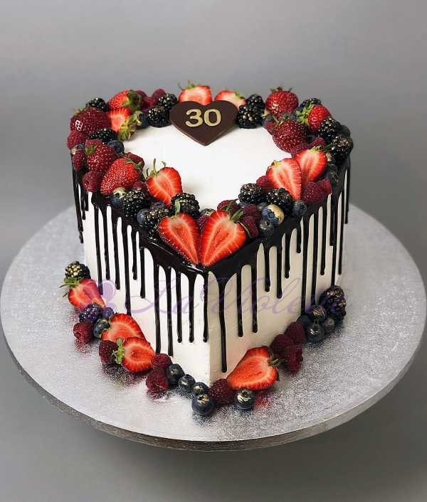 Торт сердце с ягодами №931